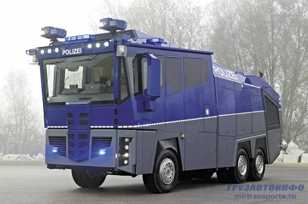 Водометный Mercedes-Benz Water Cannon 10000